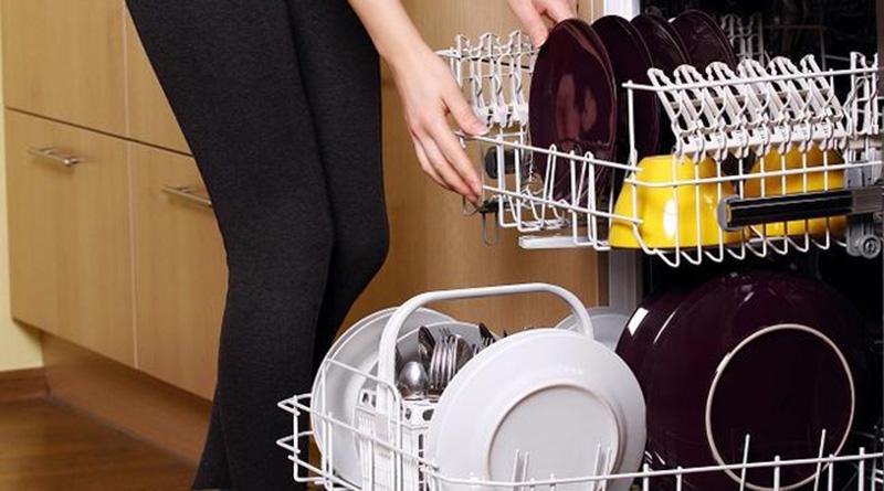 Bulaşık Makinesini Sıcakken Açmayın